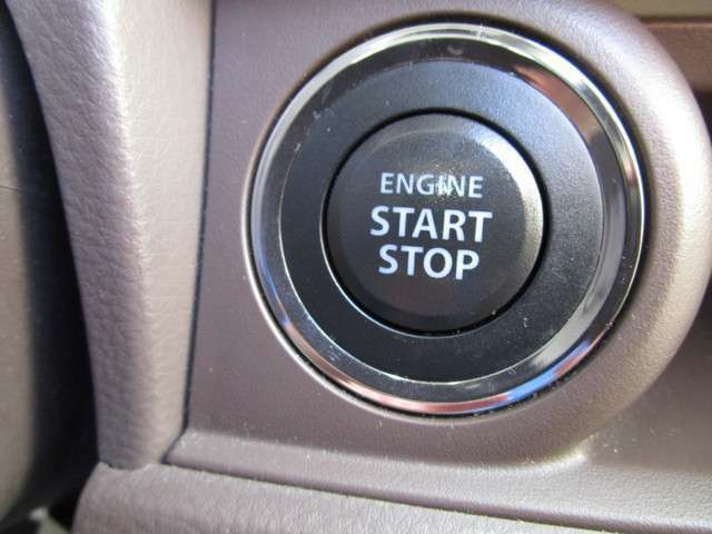 ボタン一つでエンジン始動可能なプッシュスタート搭載車になります。