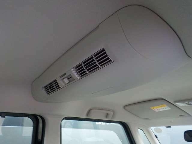 車内の空気を循環させるサーキュレーターファン