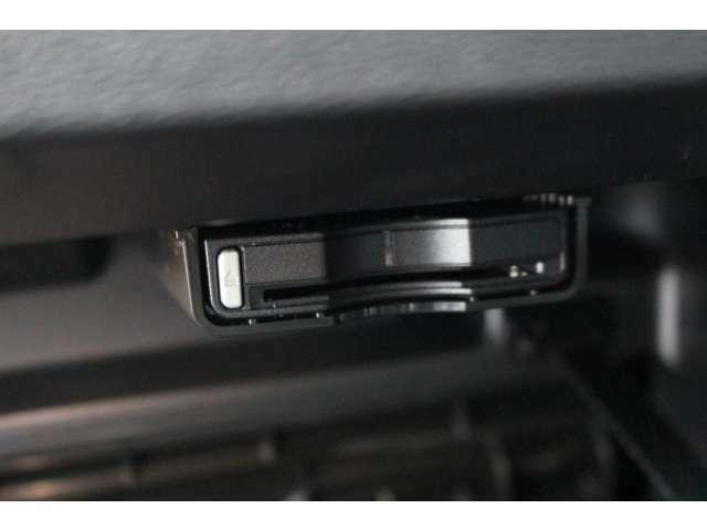ETCは2.0が装備されスマートETCゲートが利用できます。センターディスプレイと連動して機能します。カード未挿入で高速道路に入ろうとするとアナウンスで教えてくれます。