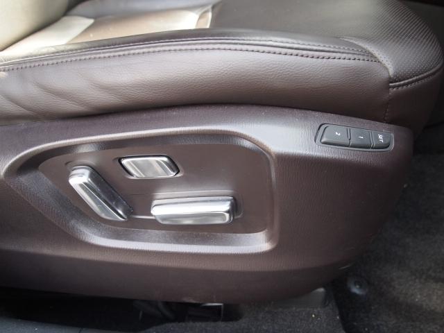 電動シートで細かなドライビングポジション調整も可能です!