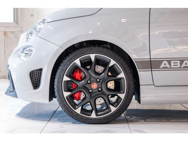新車や中古車の販売だけでなく、車検やアフターサービス、さらに、大切に乗られてきたお車も、納得の価格で買取いたします。