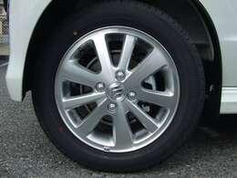 純正14インチアルミホイールを装備してます。タイヤサイズは165/60R14です。
