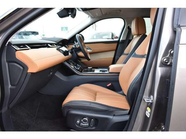 上質なフルレザーシート、カラーはタンエボニーです。厚みのあるシートはしっかり身体にフィットし、長距離での運転でも疲れにくいと定評があります。