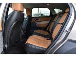 後席も使用感はほとんど感じられず大変綺麗なコンディションを保っております。ISO-FIXにも対応したシートを採用し、チャイルドシートも簡単にお取り付けいただけます。
