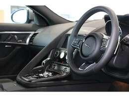 独自のコマンド・ドライビング・ポジションは、より開かれた視界をもたらします。