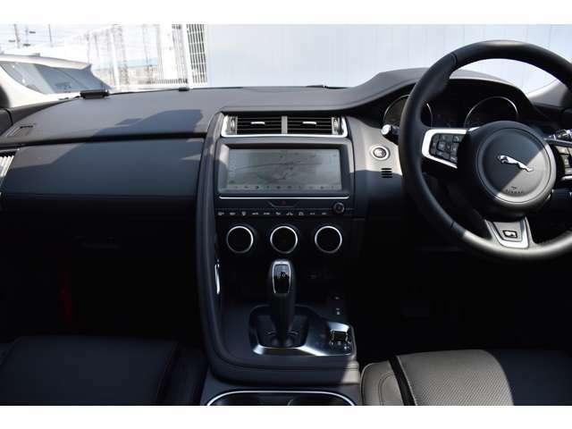 オプションのヘッドアップディスプレイを装備!運転中に役立つ情報をフロントガラスに映し出します。