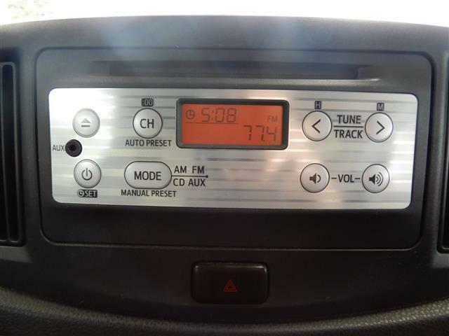 【装備】運転席と助手席の間にはドリンクホルダーが設けてあり、すぐ手元にあるためとても重宝します!