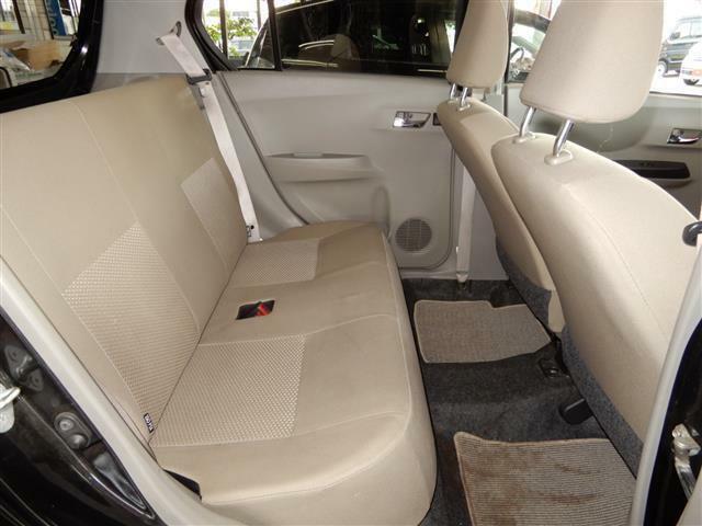 【後席】足元広々!小さな車体なのにこんなに開放的なスペースになっています!