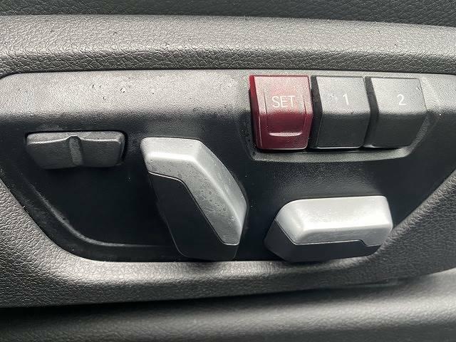 パワーシート装備しております!メモリー機能もついているのでドライバーに合ったシートポジションが作れ、それを記憶してくれます!