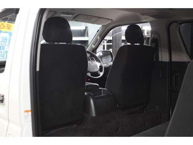 フロントシートの背面画像です。