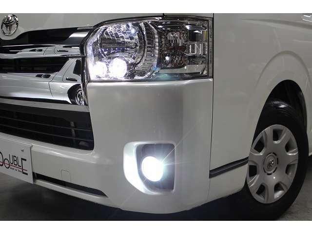 純正LEDヘッドライト装備です。ポジションランプ・フォグランプはLEDを取付済みです。