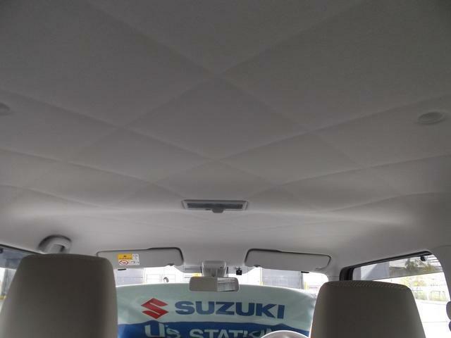 天井も広々としてゆったりとした室内空間が広がります。