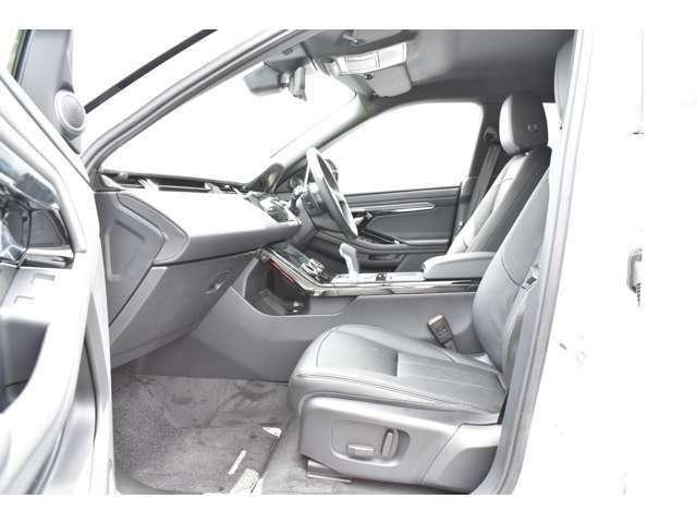 シートヒーター付き10ウェイ電動フロントシート。シート素は高級感溢れるフルレザーシート。革の傷みや擦れも少なく大変綺麗な状態を保って入庫しております。