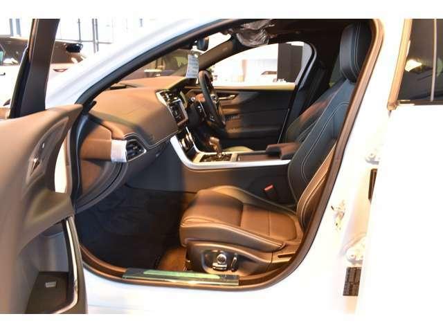 シートヒーター、運転関メモリー付き 12ウェイ電動フロントシートで快適なドライビングポジションを!