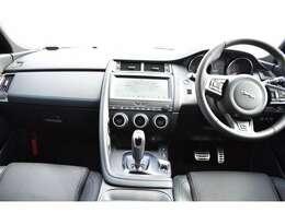 JaguarDriveコントロール。選択したモードに合わせて、ステアリングやスロットルマッピングを最適に調整。レスポンスに優れた9速オートマチックトランスミッション。