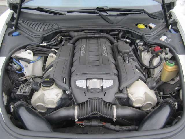 V8ツインターボ