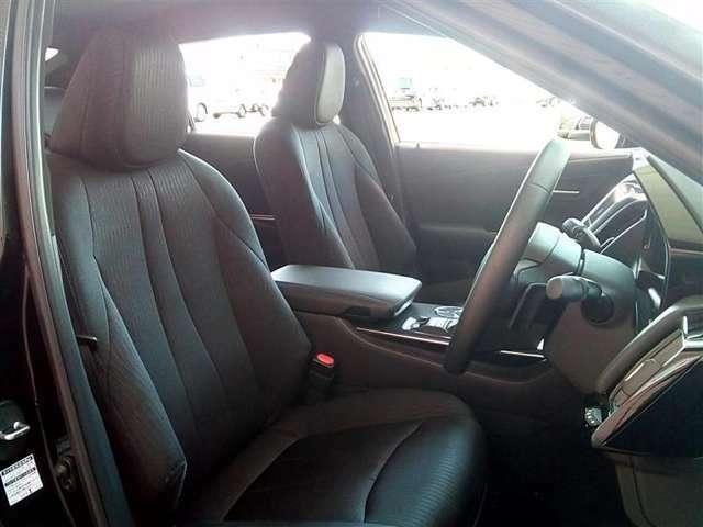 優越感のあるドライバ-シ-ト。視界も良く、老若男女問わず乗りやすいと思います。是非、お座り下さい☆☆☆