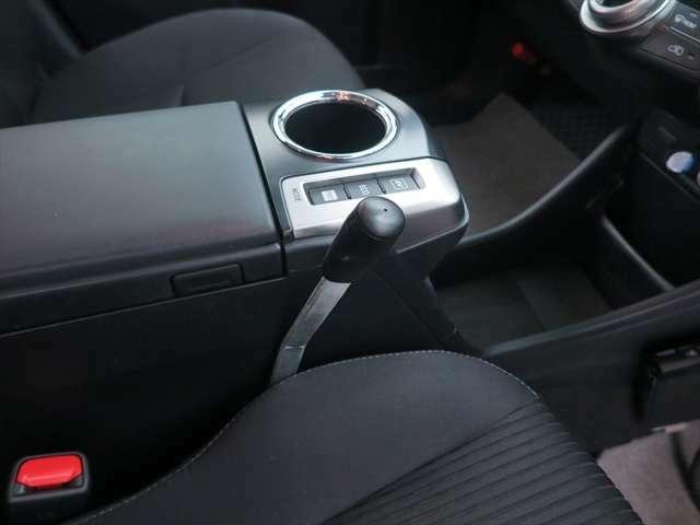 左手手動式自動ドアついています。
