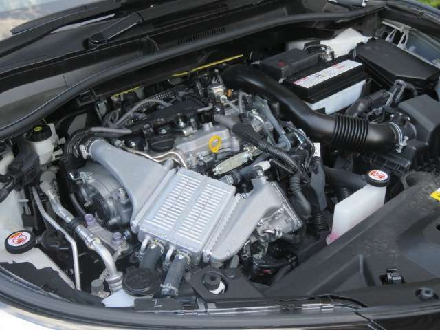 最近主流になってきた、ダウンサイジングエンジンは1200ccのターボ付きで、CH-Rを軽快に走らせてくれます。