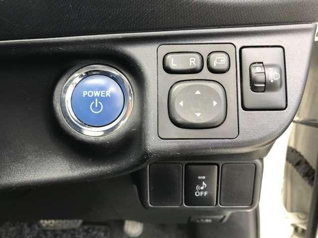 プッシュスタート、エンジンの始動はブレーキを踏みながらこのボタンを押すだけで始動します!!