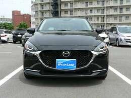 自動車デザインの美しさを「鼓動デザイン」で表現。「獣の瞳」を表現したヘッドランプで、獣がぐっとにらんで獲物に飛びかかるような表情で表現しました。