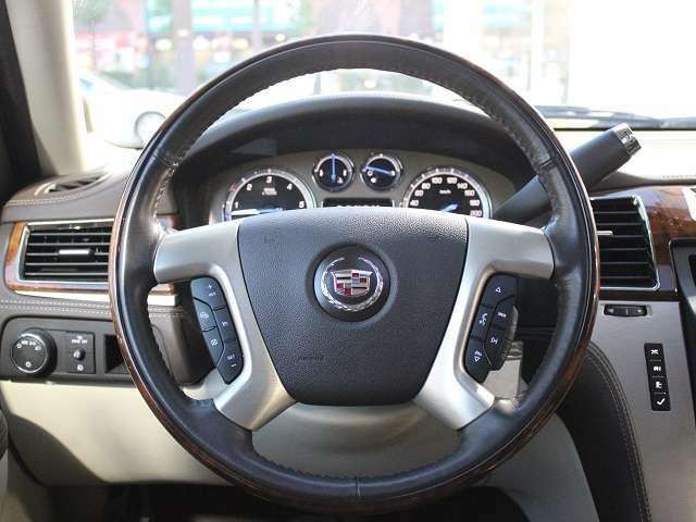 BUBUでは店舗営業スタッフをはじめとする保険資格者が自動車保険への新規ご加入、更新、他社保険会社からのお乗り換えなど、様々なケースに対してサポートさせて頂いております。