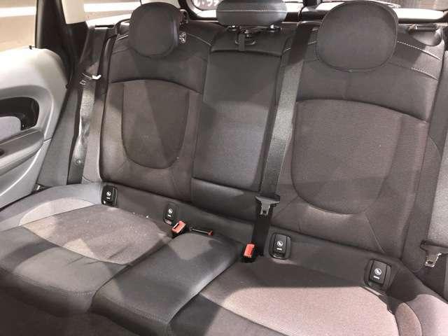 後部座席:特に大きなシミ・ほつれ・汚れ等は確認出来ませんでした。