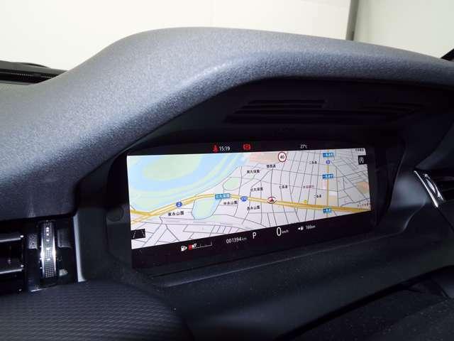 ドライバーディスプレイは、ナビ、電話、メディア、各種情報、エンターテインメントなどの表示が可能です