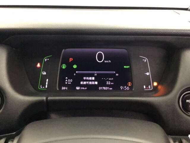 デジタルのスピードメーターの他に、ホンダセンシングの表示もできる専用の多機能液晶パネルメーターです。