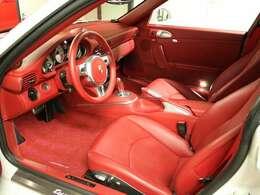 ●追加オプションによって、車内のほぼ全てのパーツがレザー張りとなっております。●クルーズコントロール装備