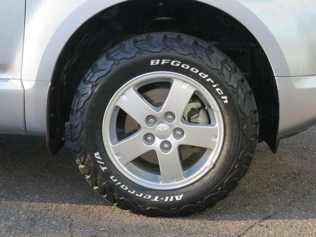 社外ホワイトレタータイヤ BFGoodrich タイヤサイズ215/70/R16