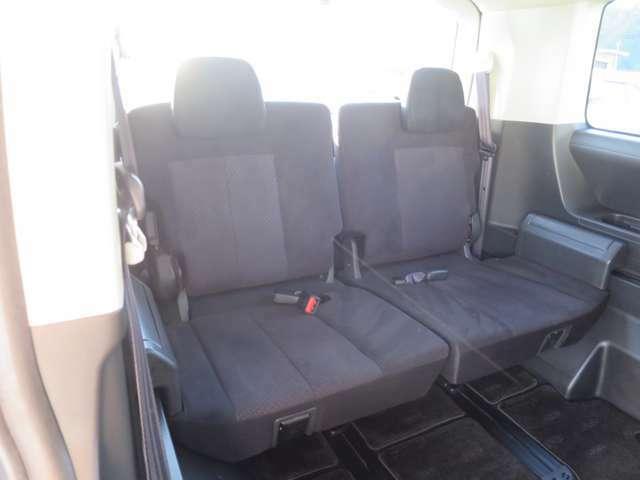 サードシートもスライド&リクライニング可能