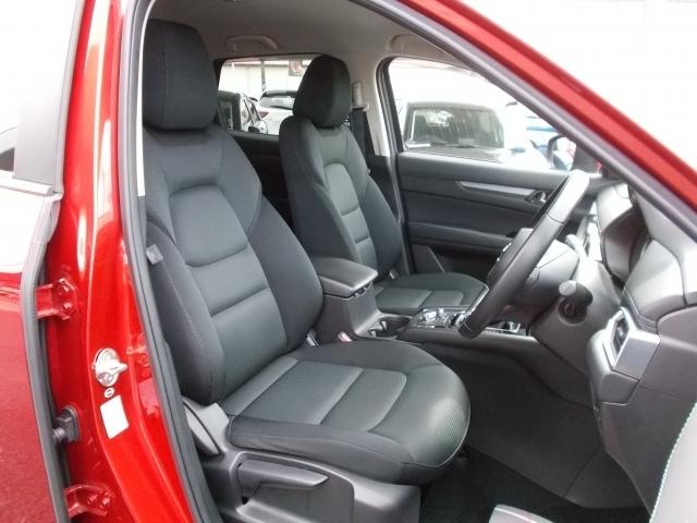 ロングドライブも快適なリラックス空間を実現!体幹をしっかり支えるフロントシート!あらゆる箇所に剛性施してます!