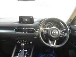 人間工学を駆使して設計された運転席は、各操作性も良く、快適なドライブを楽しめます