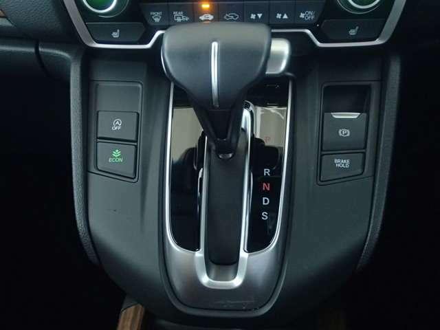 車の操作は分からないという方いらっしゃいませんか?そんな方でも安心して下さい!とっても簡単に操作、運転出来ますので幅広い層のお客様から大人気の一台です!