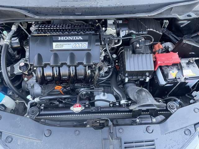 エンジンルームはご覧の通りキレイな状態です♪エンジンに異音などもなく入庫時にロードテストも行っておりますが、走行にも異常はございません♪