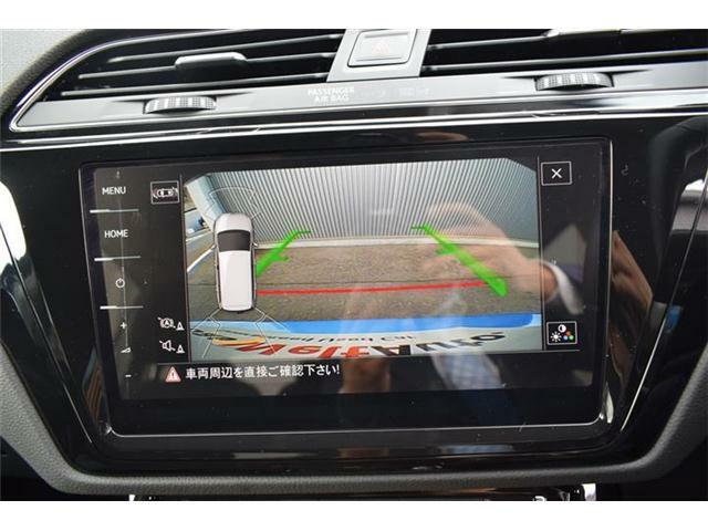 リヤカメラ搭載。障害物センサー(フロント/リヤ、前進/後退時衝突軽減ブレーキ機能付)搭載。リヤトラフィックアラート(後退時警告・衝突軽減ブレーキ機能)搭載。バックで出庫する際の後方の安全確認をサポート。