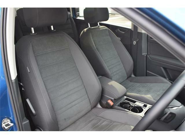 フロントシート。マイクロフリース素材のコンフォートシートです。シートヒーター(運転席/助手席/後席左右)装備。