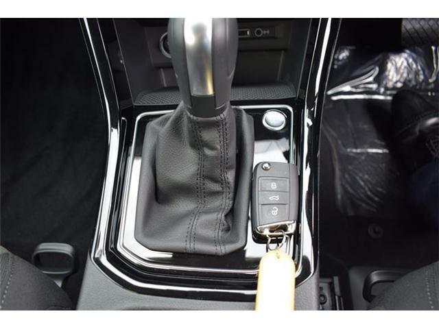 エンジンスタートボタン搭載。マニュアルモード付6速DSGトランスミッションAT車。