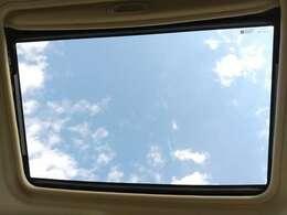 サンルーフ装備してます♪♪休日のドライブの休憩に空を眺めてみてはどうですか?