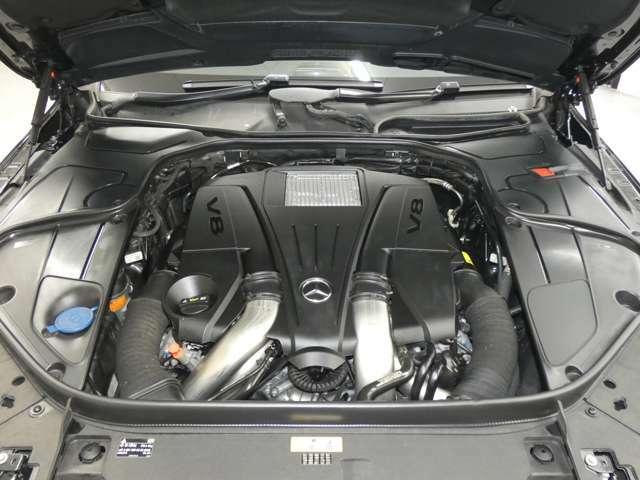 【主要諸元】 DOHC・V型8気筒・ツインターボチャージャー4663cc/電子制御7速AT・7G-トロニック  455ps/71,3kg.m 全長528×全幅191×全高149