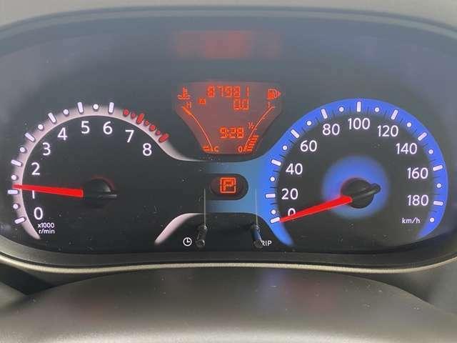 走行距離87981kmです、タイミングチェーン式エンジンですので10万km毎のタイミングベルト交換は必要ありません、安心して乗っていただけます。