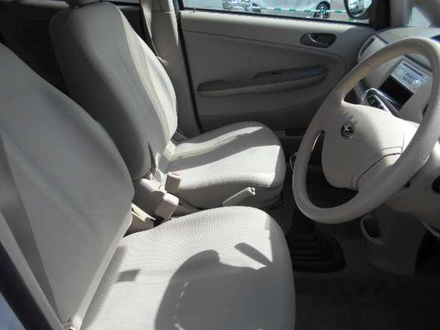 運転席廻りもスッキリ使いやすい