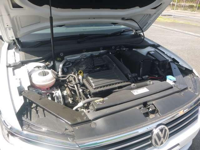 納車前の法定点検整備時にエンジンオイルとオイルエレメントは必ず新品に交換させて頂きます。その他オイル類・ベルト類・バッテリー・消耗品等も必要に応じ整備・交換致します。安心してドライブをお楽しみ下さい。