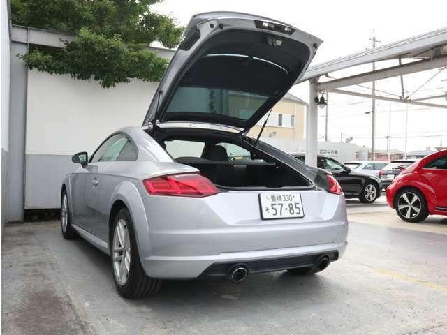 Audi正規ディーラーが高品質をお約束。高度な訓練と教育を受けたAudi選任メカニックが、100項目に及ぶ精密な点検を実施します。全てをクリヤしたAudi車だけがあなたのお手元に。
