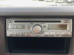 【 オーディオデッキ 】こちらのお車にはCDのデッキが装備されております。お好きな音楽を流しながらドライブされてはいかがでしょうか♪