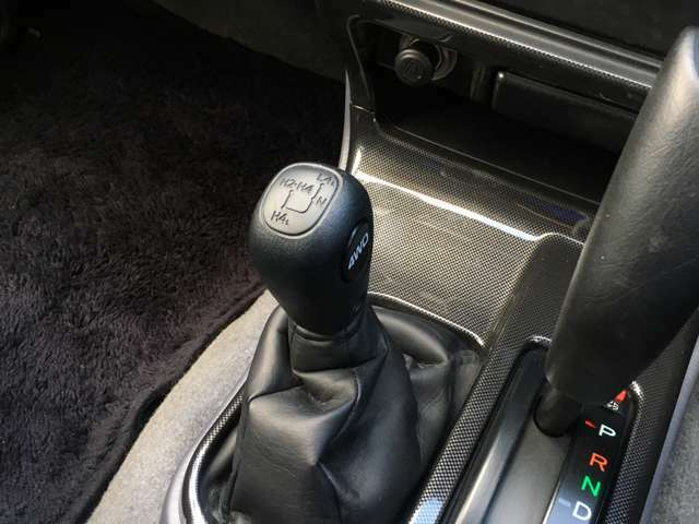 ★トランスファー!2WDと4WDの切り替えが出来るので通常は2WDで走行することで、4WD特有の燃費の低下を避けることが出来るのと操舵性が良いです★