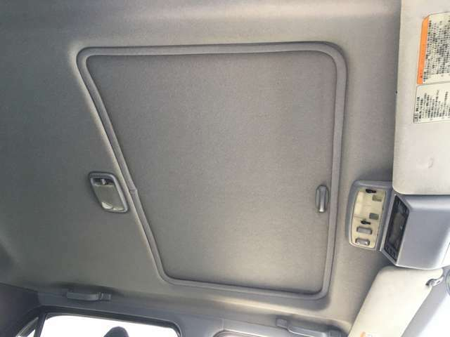 ★サンルーフは換気効率が良く、窓の曇りが直ぐ取れ、車内の匂いが籠もらない、等々機能的です。開放感を味わってください★