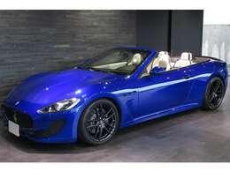 ボディカラーは特別なモデルに相応しい鮮やかな【特別ボディカラー】「ブルー インキオストロ」を採用しております。
