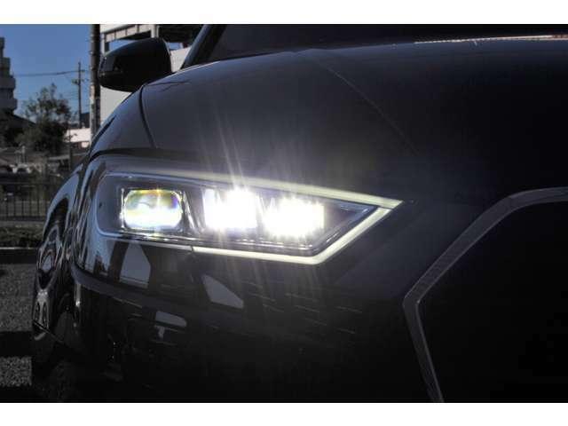 フルLEDヘッドライトは最新の高級車の常識です!